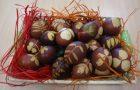 Tradicionalno barvanje jajc s čebulnimi olupki